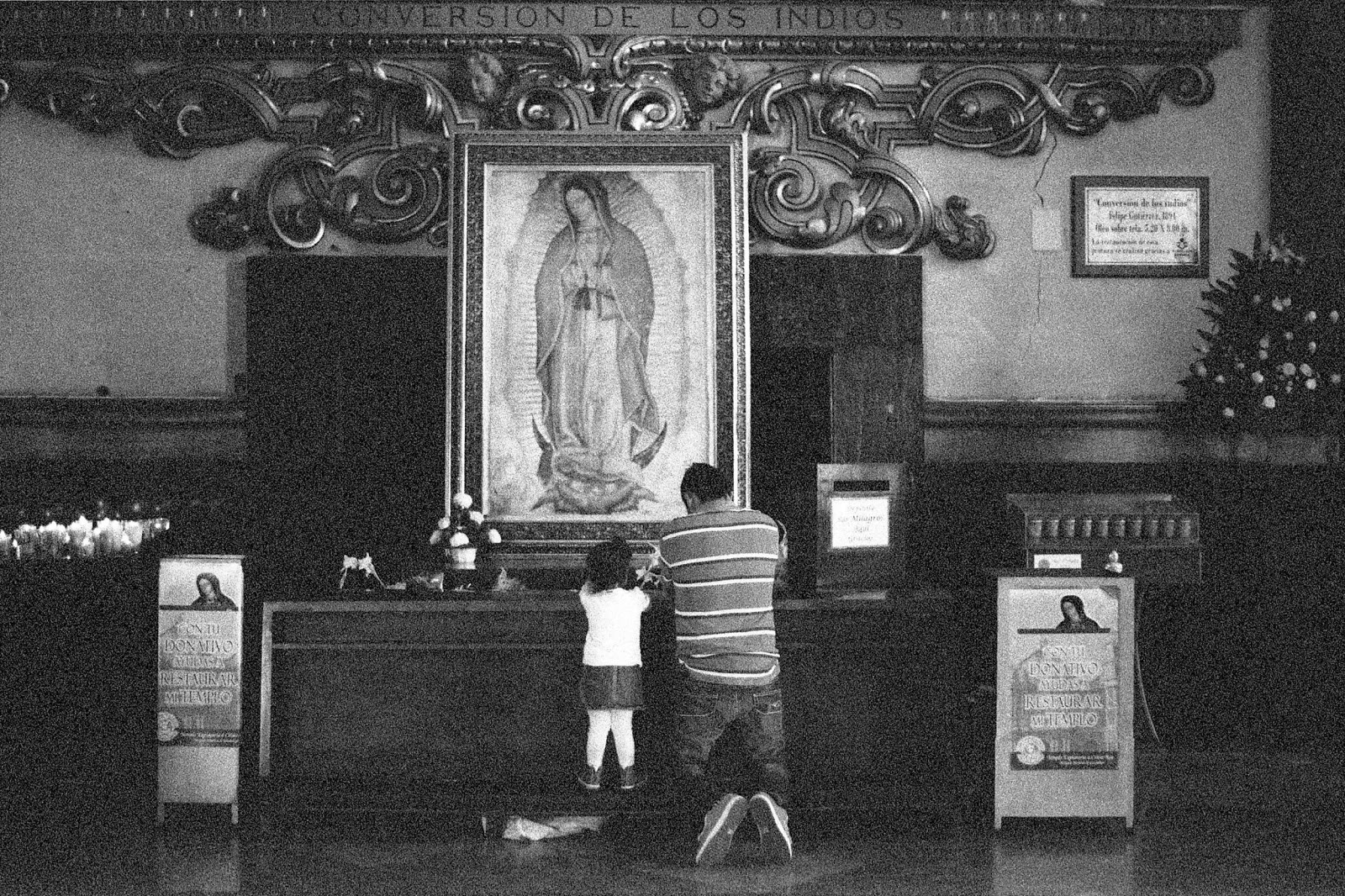<p><em>Father and daughter praying to the Virgin of Guadalupe</em>, 2014. Image source: Wikimedia Commons.</p>